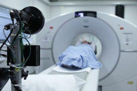 Patient und Gerät für Strahlentherapie